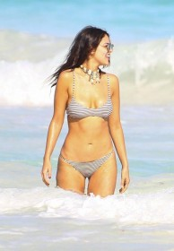 eiza-gonzalez-in-bikini-pic
