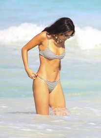 hot-eiza-gonzalez-in-bikini