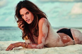 Alessandra Ambrosio Topless Photo