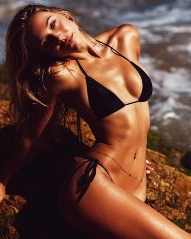 Alexis Ren in bikini photo