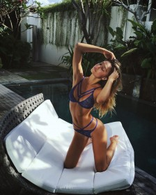 Alexis Ren in sexy bikini