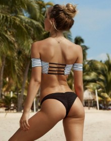 Alexis Ren sexy ass photo