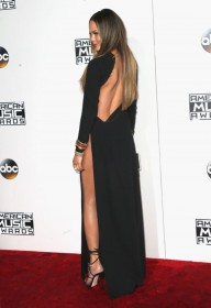 Chrissy Teigen Pantyless on red carpet