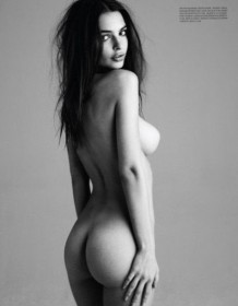 Emily Ratajkowski sexy ass photo