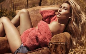 Hailey Baldwin Photo