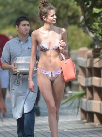 New-Victoria-Secret-Model-Taylor-Hill-Shows-Off-In-Her-Bikini