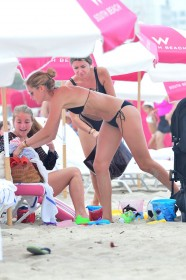 3 Jan 2017 - Miami Beach - America Dotting mother, Doutzen Kroes was playing in the sand with her young daughter. BYLINE MUST READ : XPOSUREPHOTOS.COM ***UK CLIENTS - PICTURES CONTAINING CHILDREN PLEASE PIXELATE FACE PRIOR TO PUBLICATION *** **UK CLIENTS MUST CALL PRIOR TO TV OR ONLINE USAGE PLEASE TELEPHONE 44 208 344 2007 ***