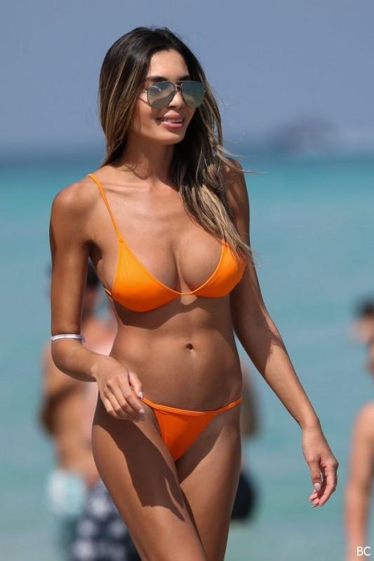 Hot Jasmine Tosh in bikini