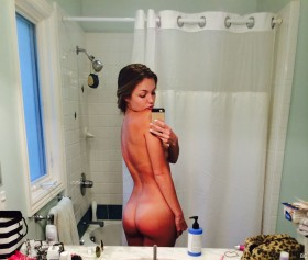 Lili Simmons Sexy Booty