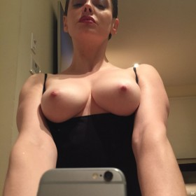 Sexy Rose McGowan Leaked Pic