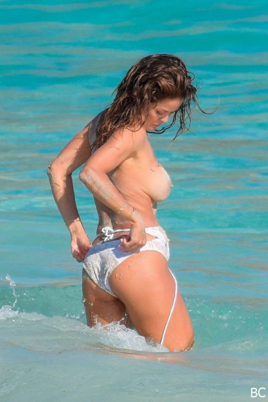 Hot Brooke Burke Topless