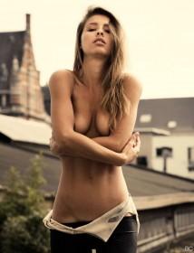 Hot Marisa Papen Topless