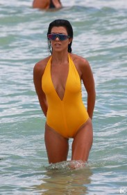 Kourtney Kardashian Cameltoe Photo