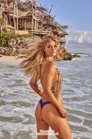 Nina Agdal Sexy Ass
