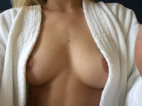 Samara Weaving Nip Slip Photo