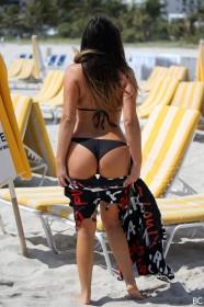 Sexy Claudia Romani in bikini