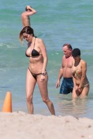 Aida Yespica sexy body in bikini