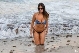 Hot Claudia Romani in bikini