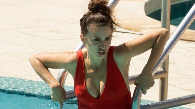 Penelope Cruz in Swimsuit (8 Photos)
