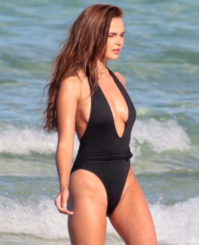Hot Xenia Deli Pic