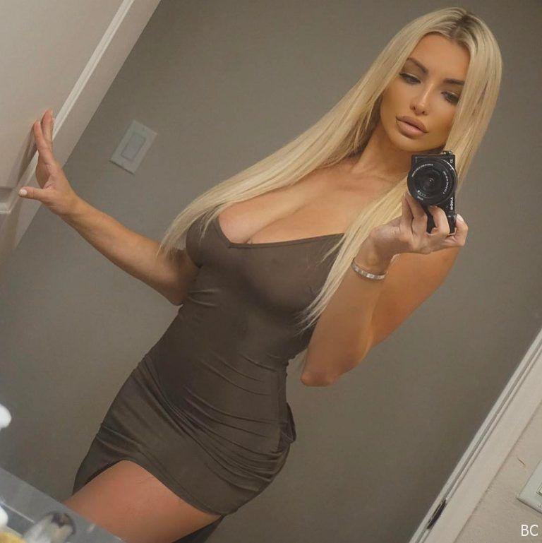 Lindsey Pelas Hot Selfie