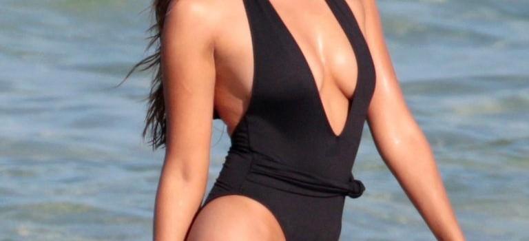 Xenia Deli Swimsuit (17 Photos)