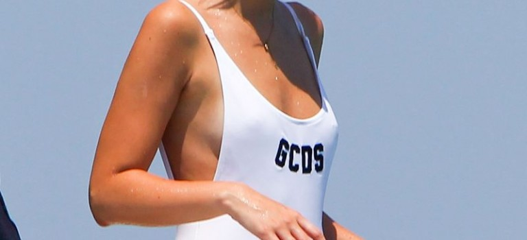 Lottie Moss in swimsuit (16 Photos)