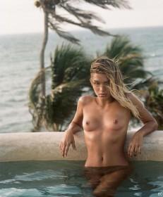 Tara Lynn Nude Photo