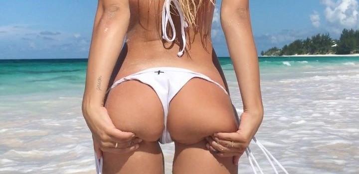 Hot Alexis Ren in bikini (8 Photos)