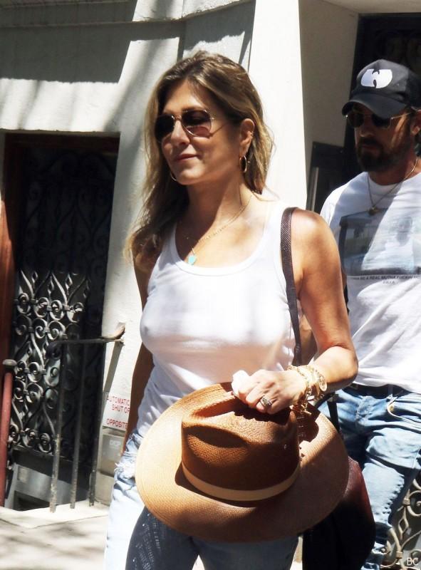 Hot Jennifer Aniston Braless
