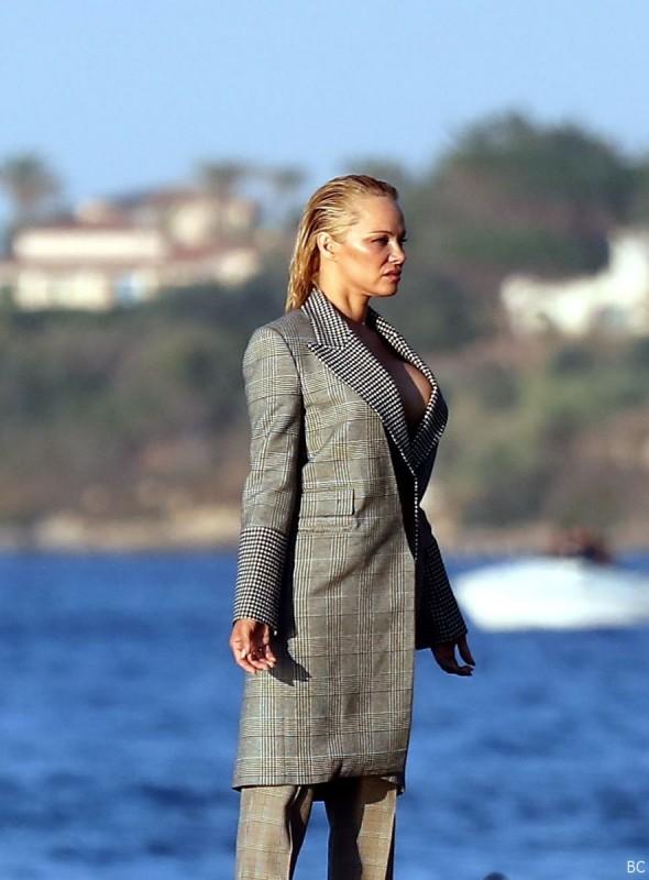 Hot Pamela Anderson Nip Slip
