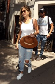 Jennifer Aniston Pokies Pic