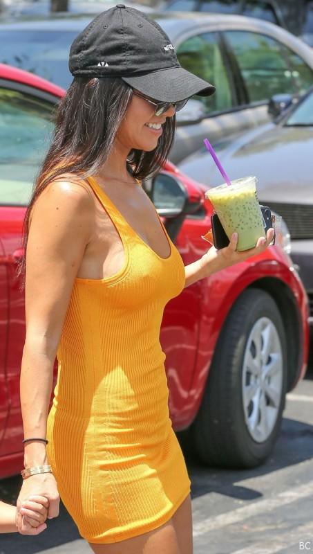 Kourtney Kardashian Pokies Phot