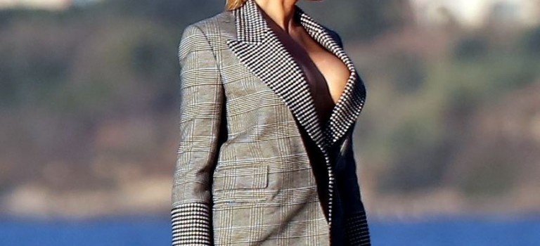 Hot Pamela Anderson Nip Slip (10 Photos)
