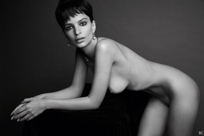Sexy Emily Ratajkowski Naked