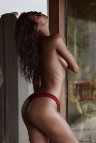 Sexy Lais Ribeiro Topless