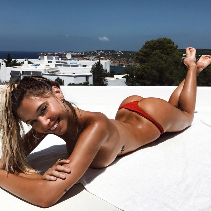 Sweet Alexis Ren Topless