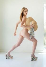 Elle Evans Sexy Booty