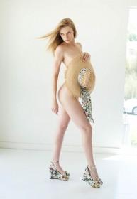Elle Evans Sexy Legs