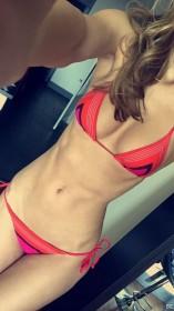 Tika Camaj in bikini