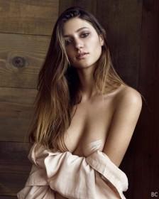 Elizabeth Elam Boobs Photo