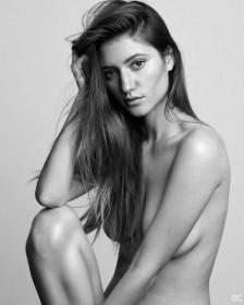 Elizabeth Elam Nude Photo