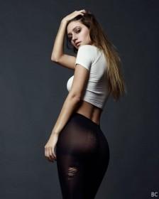 Elizabeth Elam Sexy photo