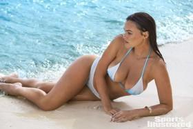 Hot Myla Dalbesio in white bikini