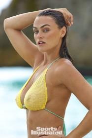 Myla Dalbesio in bikini