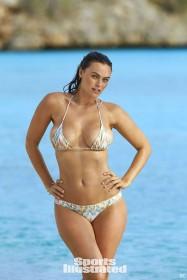 Myla Dalbesio in bikini photo