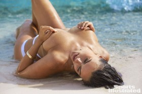 Sexy Myla Dalbesio Topless Pic