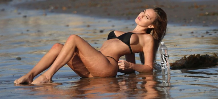Jules Liesl in bikini (9 Photos)