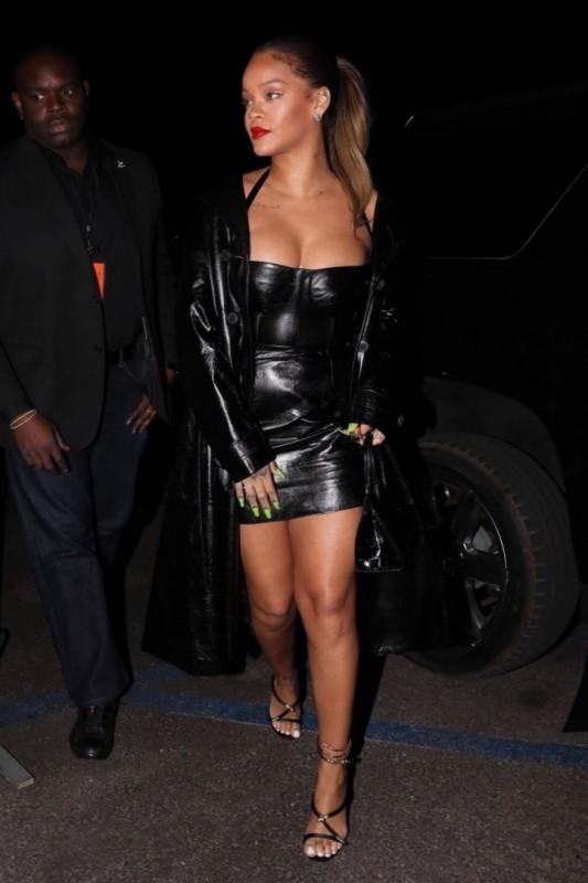 Rihanna Cleavage Paparazzi