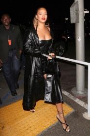 Rihanna Sexy Photos
